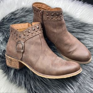 BARETRAPS pearce studded western ankle booties